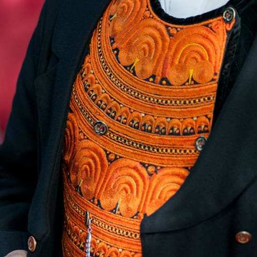 Gilet masculin et plastron orange